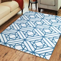 Hand Tufted Diamond Motif Wool Rug (5'x8')